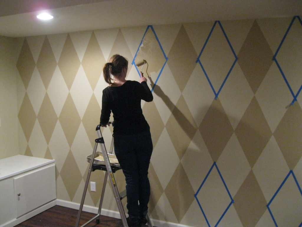 How To Paint A Diamond Pattern On Your Wall Maison D 39 Or Interior Design Services